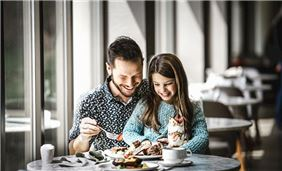 Experience great family breakfast options at Oak Brook Hills Resort