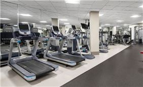 The Hilton Chicago Oak Brook Hills Resort fitness center