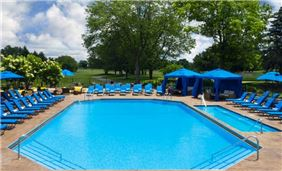 Monarch outdoor pool at Oak Brook Hills Resort